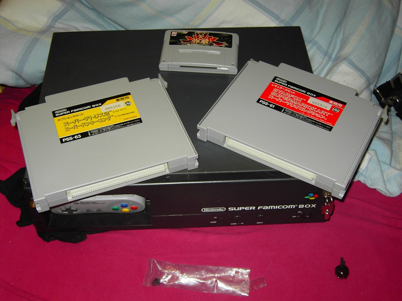 Super Famicom Box with two special carts